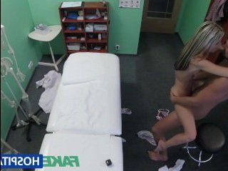 Русское порно с доктором и его молодой пациенткой