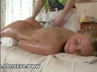 Трахнул после массажа молодую симпатичную блондинку
