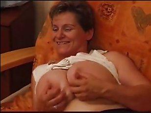 Милфа трахается во все отверстия - порно с России