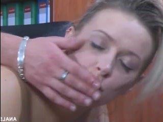 Жесткое порно. Секс в офисе: секретарша с начальником трахаются