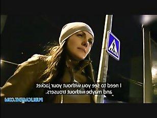 Порно смотреть: иностранец трахает русскую в переулке