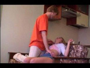 Смотреть домашнее порно развратной молодой пары