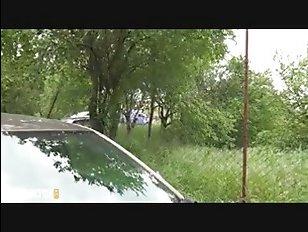 Горячее видео: пацан ебет девушку, стоя прямо на улице