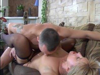 Секс с медсестрой блондинкой понравился больному