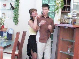 Мамка соблазняет молодого парня на секс в туалетеи ебется с ним в киску