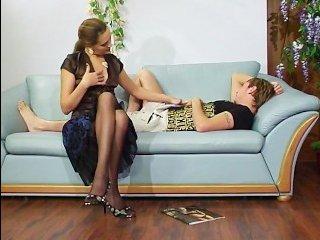 Стройная русская мамочка соблазнила молодого парня