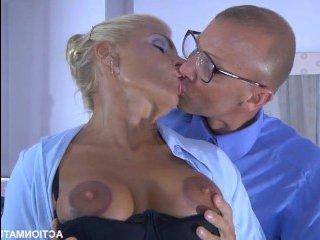 Менеджер устроил ошеломительное порно с блондинкой на работе
