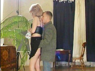 Сексуальный сын ебет свою маму возле кипариса, издавая крики