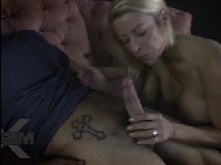 Секс сына со стройной мамой после совместного просмотра фильма